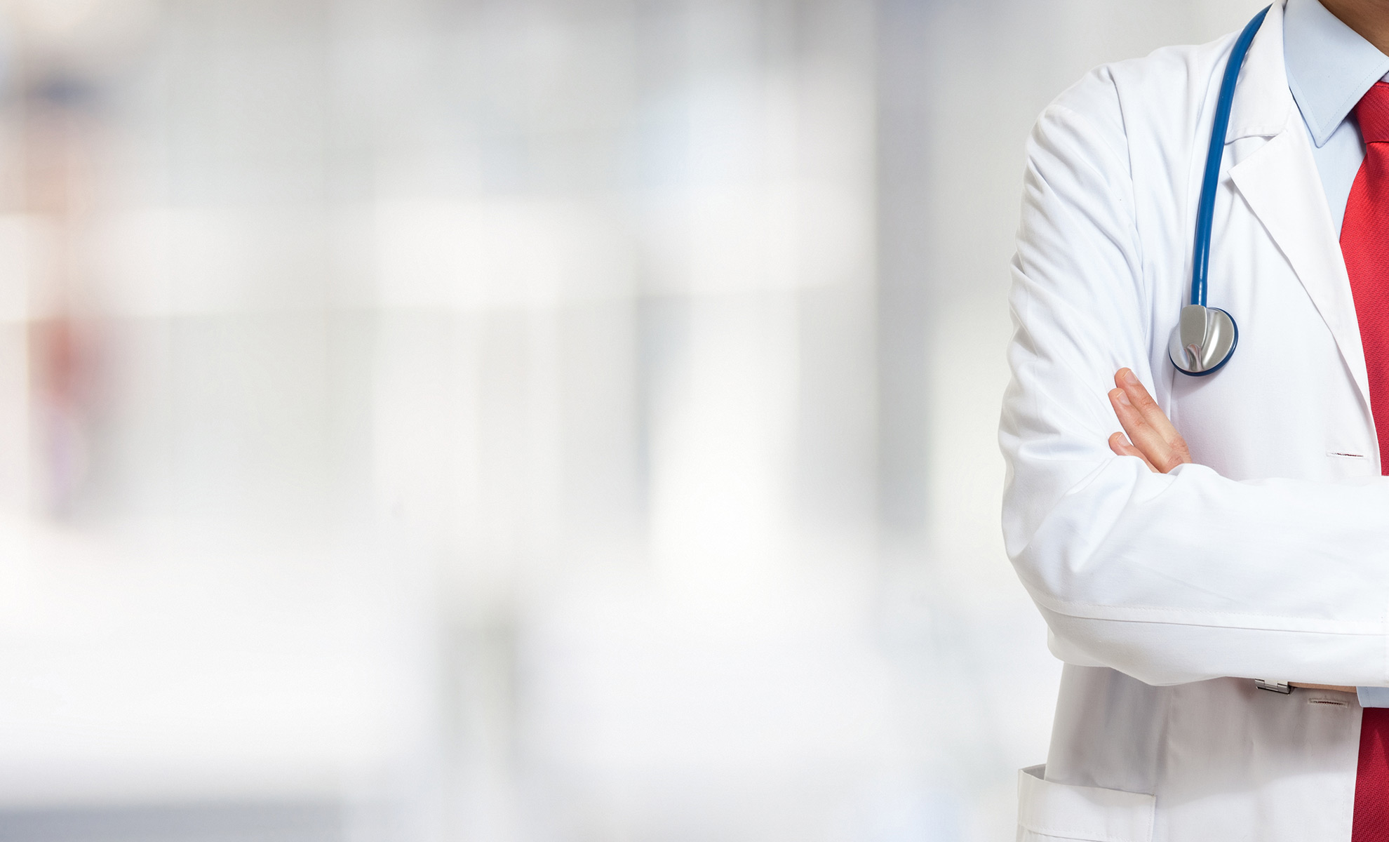 doctor physician and professional athlete A physician/doctor in sports medicine is a health care professional who specializes in the diagnosis, treatment, and rehabilitation of injuries and conditions related to athletic activity.